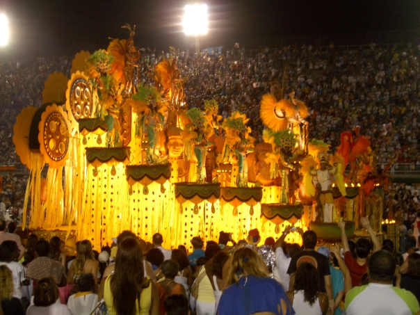 Just one of the myriad of floats appearing at Carnaval 2005!